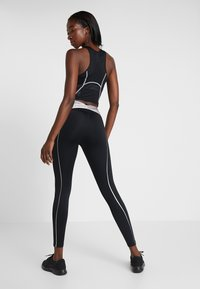 Nike Performance - HYPERWARM - Legginsy - black/metallic silver - 2