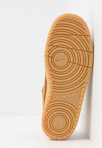 Nike Sportswear - COURT BOROUGH 2  - Sneakersy niskie - wheat/gum/light brown - 5
