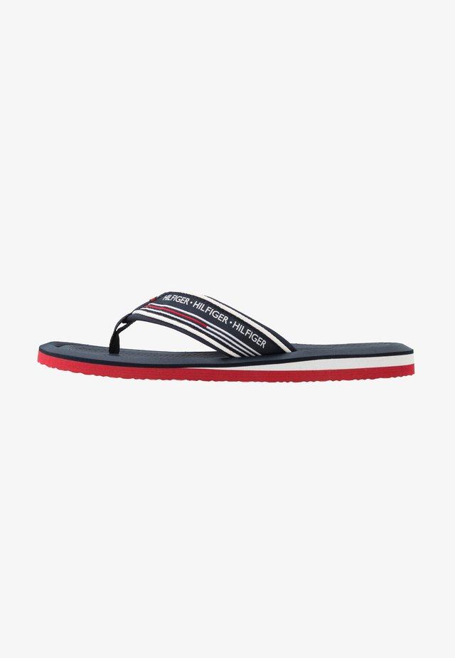 CORPORATE COMFORT BEACH - Sandály s odděleným palcem - white