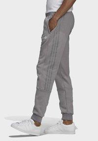 adidas Originals - BX-20 SWEAT JOGGERS - Pantalones deportivos - grey - 3
