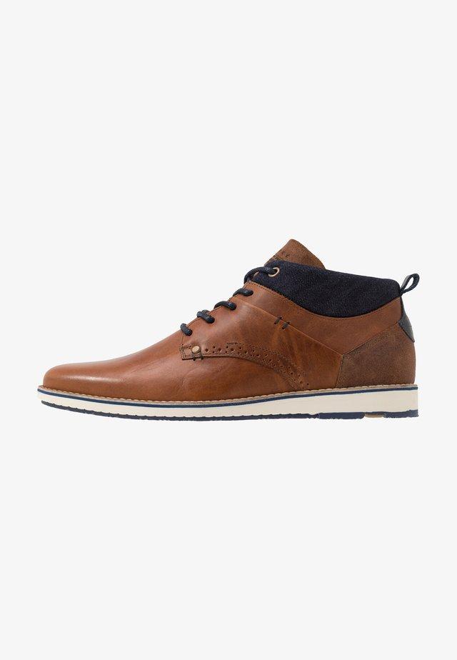 Chaussures à lacets - cognac