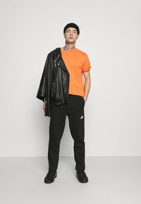 The North Face - STANDARD PANT - Tracksuit bottoms - black - 1