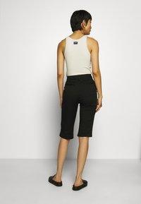 Who What Wear - CAPRI PANT - Shorts - black - 2