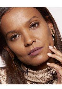 L'Oréal Paris - COLOR RICHE ULTRA MATTE FREE THE NUDES - Lipstick - 06 no hesitation - 2