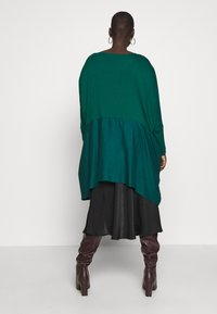 CAPSULE by Simply Be - COLOUR BLOCK HANKY TUNIC - Long sleeved top - forest green - 2