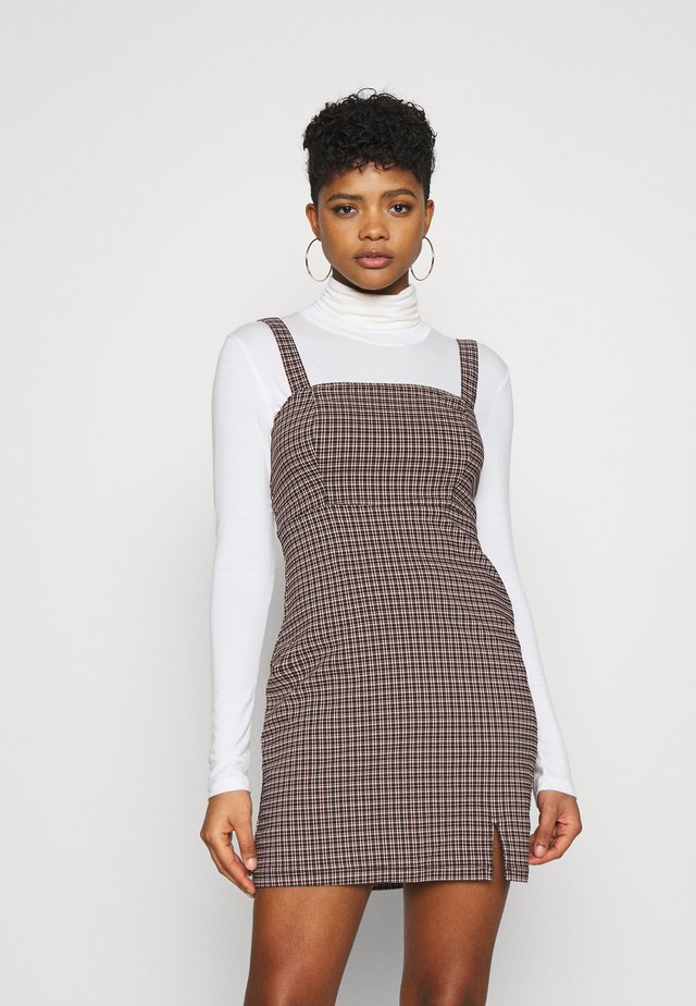 CHAIN BARE STRUCT - Day dress - red/black