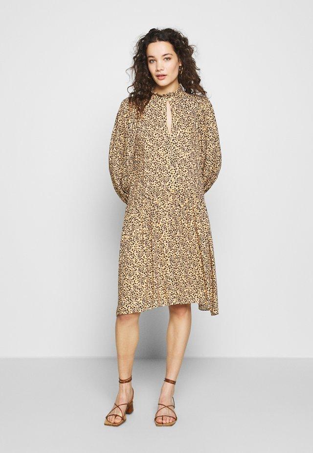 ELI DRESS - Vapaa-ajan mekko - desert mist