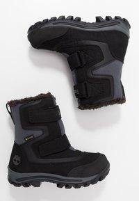 Timberland - CHILLBERG 2-STRAP GTX - Zimní obuv - black - 0