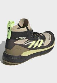 adidas Performance - TERREX FREE HIKER GORE-TEX PRIMEKNIT - Klatresko - beige - 2