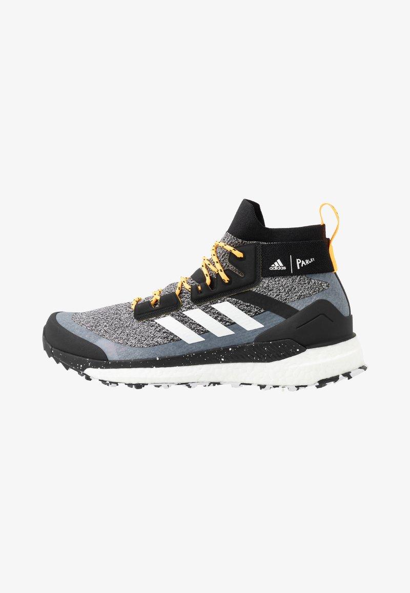 adidas Performance - TERREX FREE PARLEY - Vaelluskengät - core black/footwear white/solar gold