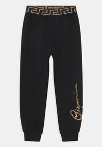 Versace - SIGNATURE UNISEX - Teplákové kalhoty - black/gold - 0
