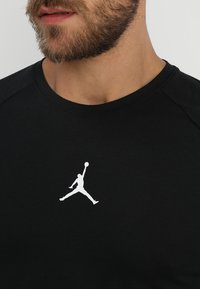 Jordan - ALPHA DRY - Print T-shirt - black/white