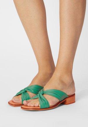 Pantofle - atenea verde