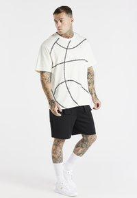 SIKSILK - SPACE JAM BASKETBALL GRAPHIC TEE - T-shirt imprimé - ecru - 1