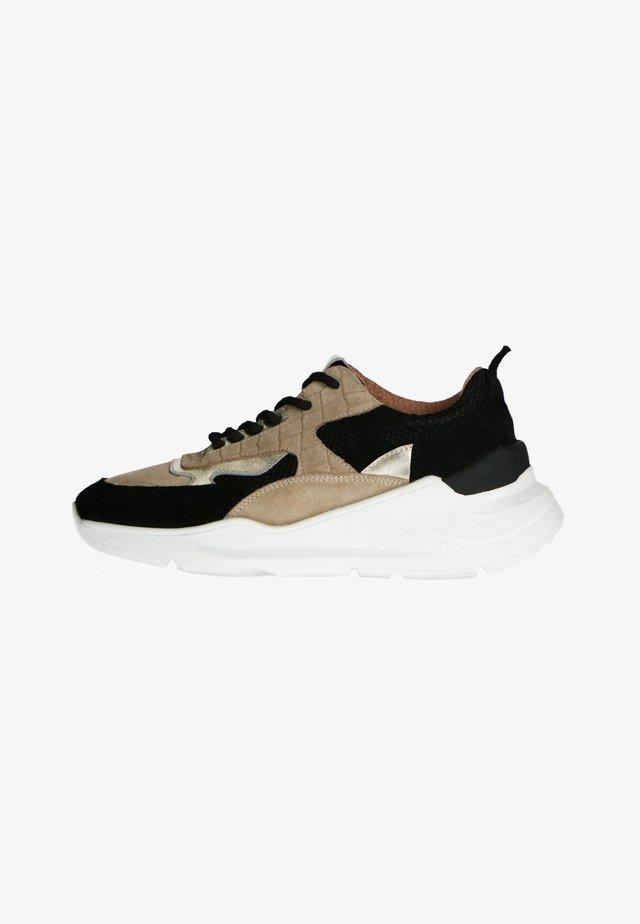 MIT GOLDENEN AKZENTEN - Sneakers laag - schwarz