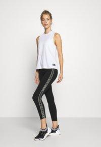 DKNY - HIGH WAIST 7/8 LEGGING LOGO WEBBED TAPE - Leggings - black/olive - 1