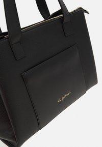 Valentino Bags - WILLOW - Tote bag - nero - 4