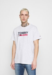 Tommy Jeans - CORP LOGO TEE - T-shirt med print - grey - 0