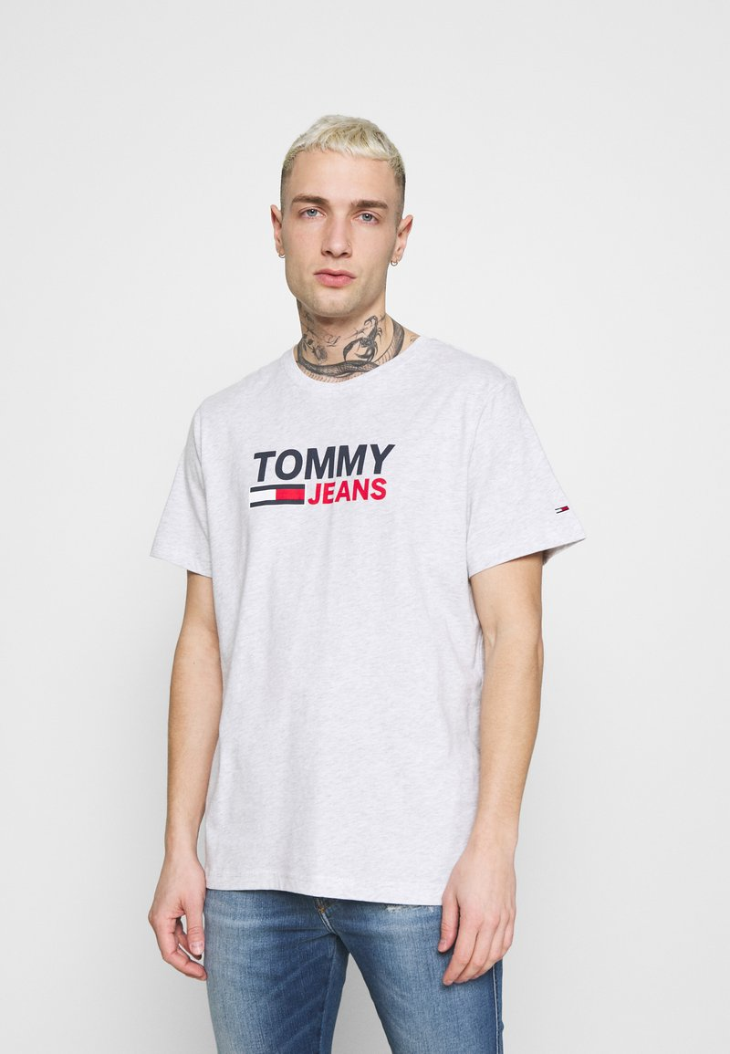 Tommy Jeans - CORP LOGO TEE - T-shirt med print - grey