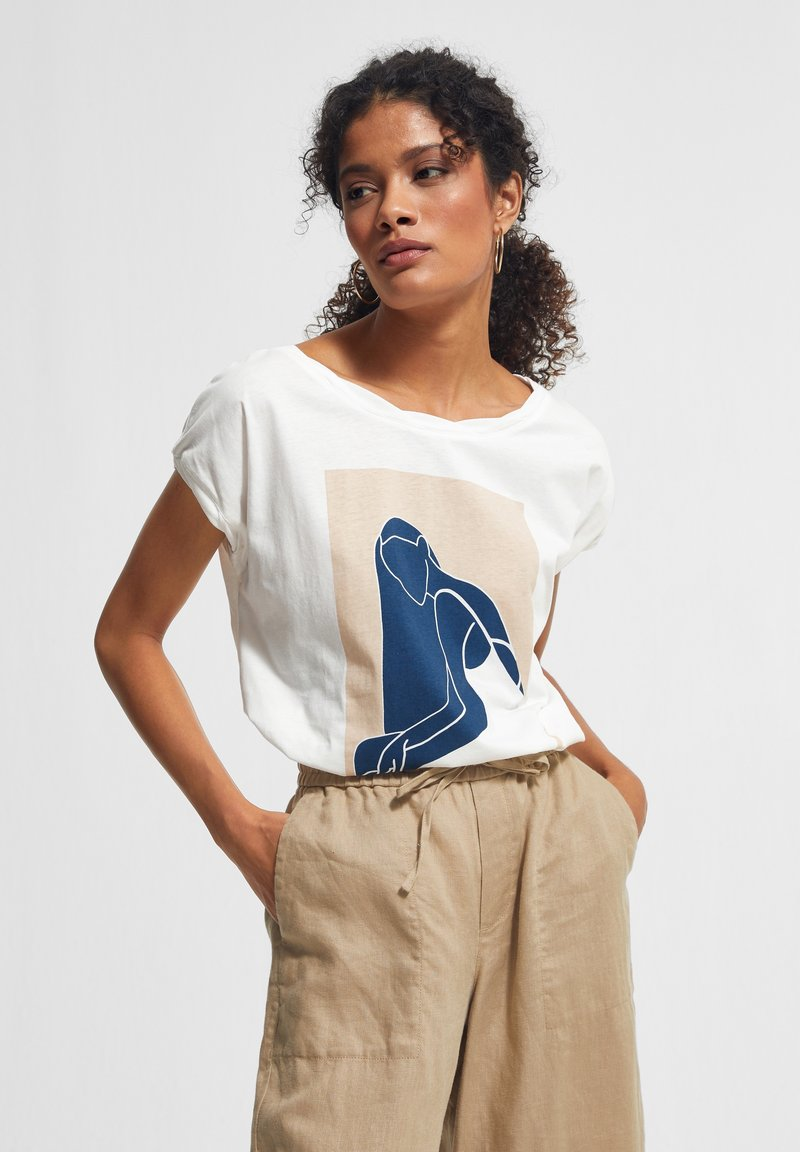 comma casual identity - MIT FRONTPRINT - Print T-shirt - white placed print