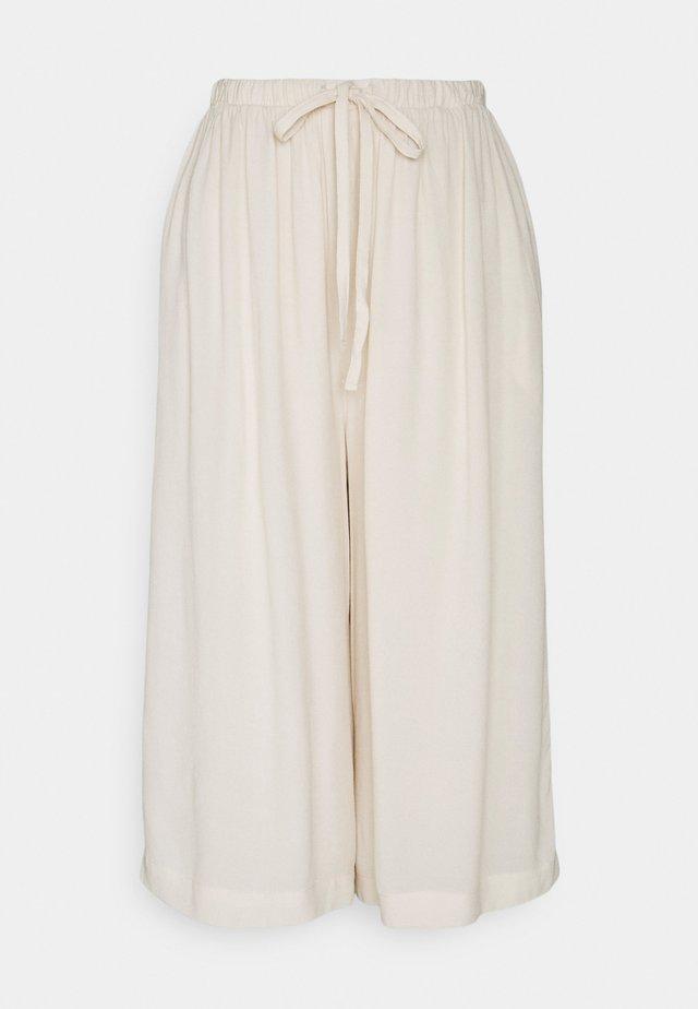 SLFTESSI RELAXED PANT PETITE - Pantaloni - sandshell