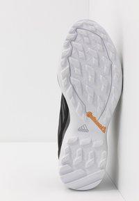 adidas Performance - TERREX AX3 GTX - Hiking shoes - core black/dough solid grey/signal green - 4