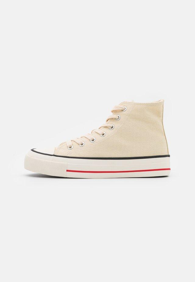 BRITT RETRO - Sneakers hoog - ecru