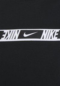 Nike Sportswear - REPEAT - Print T-shirt - black/white - 2
