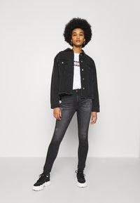 Tommy Jeans - SYLVIA HR SUPER SKNY RBSTD - Jeans Skinny Fit - rudy black - 1