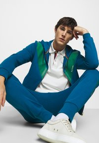 Paul Smith - GENTS PRINTED SIDE STRIPE JOGGER - Tracksuit bottoms - green - 5