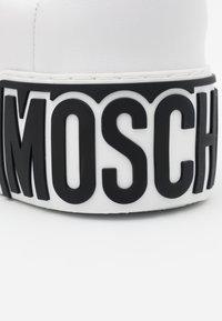 MOSCHINO - Sneakers - bianco - 4