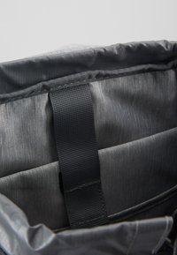 Deuter - WALKER - Turistický batoh - graphite/black - 4