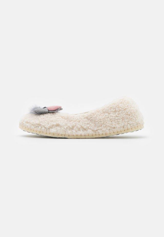 CARMEN - Domácí obuv - offwhite