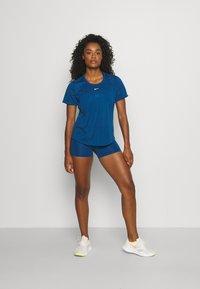 Nike Performance - ONE - T-shirt - bas - court blue/white - 3