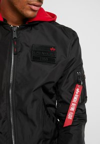 Alpha Industries - HOOD CUSTOM - Bomber Jacket - black