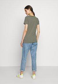 GAP - Print T-shirt - olive/white - 2