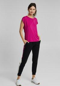 Esprit Sports - Basic T-shirt - berry red - 1