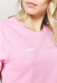 Hummel - GO WOMAN - T-shirts med print - candy - 4