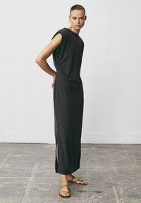 Massimo Dutti - MIT SCHULTERPOLSTERN - Vestito lungo - blue-black denim - 3