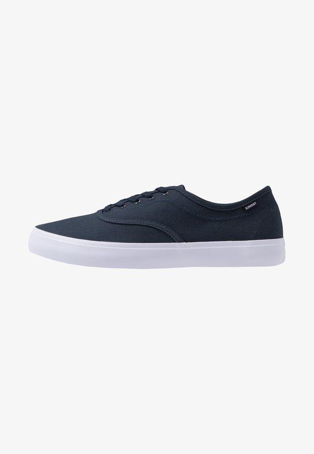 PASSIPH - Skate shoes - navy/white
