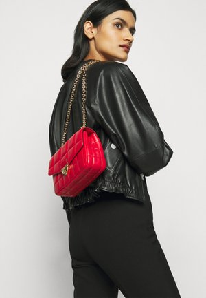 SOHOSM CHAIN - Sac bandoulière - bright red