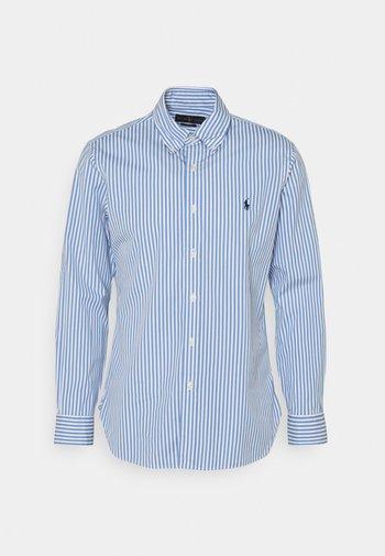 CUSTOM FIT STRIPED POPLIN SHIRT - Shirt - sky blue/white