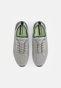 Tommy Hilfiger - ICONIC SOCK RUNNER - Trainers - antique silver - 3