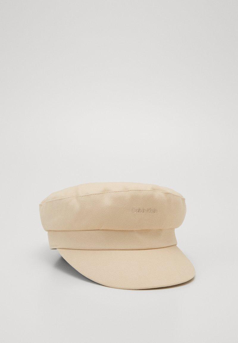 Calvin Klein - EMBROIDERY LOGO BAKER HAT - Hatt - beige