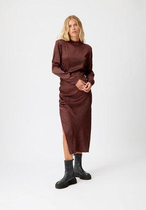 ILA - Maxi dress - cinnamon square dot