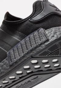 adidas Originals - NMD_R1 - Joggesko - core black/solar red - 5