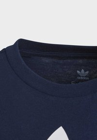 adidas Originals - TREFOIL T-SHIRT - Camiseta estampada - blue