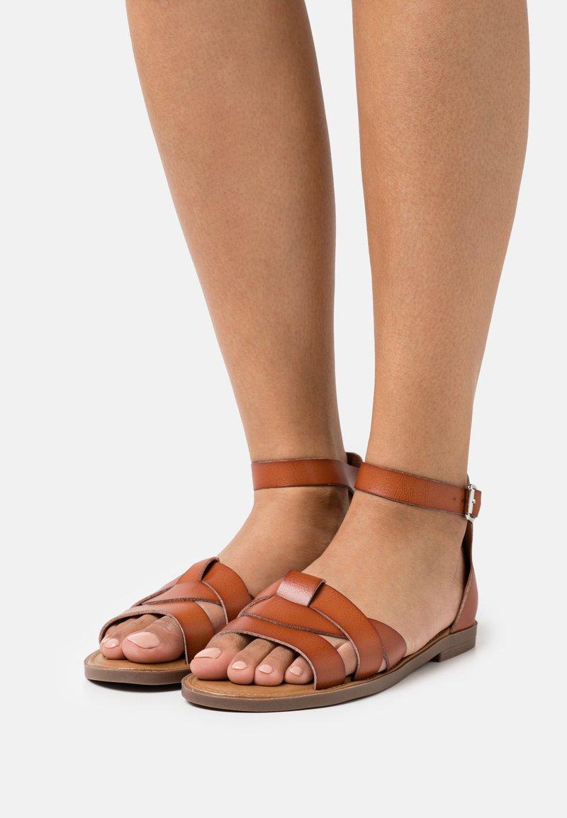 Refresh - Sandals - camel