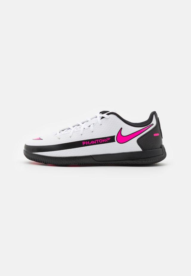 JR PHANTOM GT CLUB IC UNISEX - Botas de fútbol sin tacos - white/pink blast/black