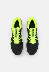 ASICS - PATRIOT 12 - Stabilni tekaški čevlji - black/safety yellow - 3